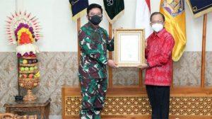 Bali Jadi Provinsi Pelaksana PPKM Mikro Terbaik, Panglima TNI Beri Penghargaan kepada Gubernur